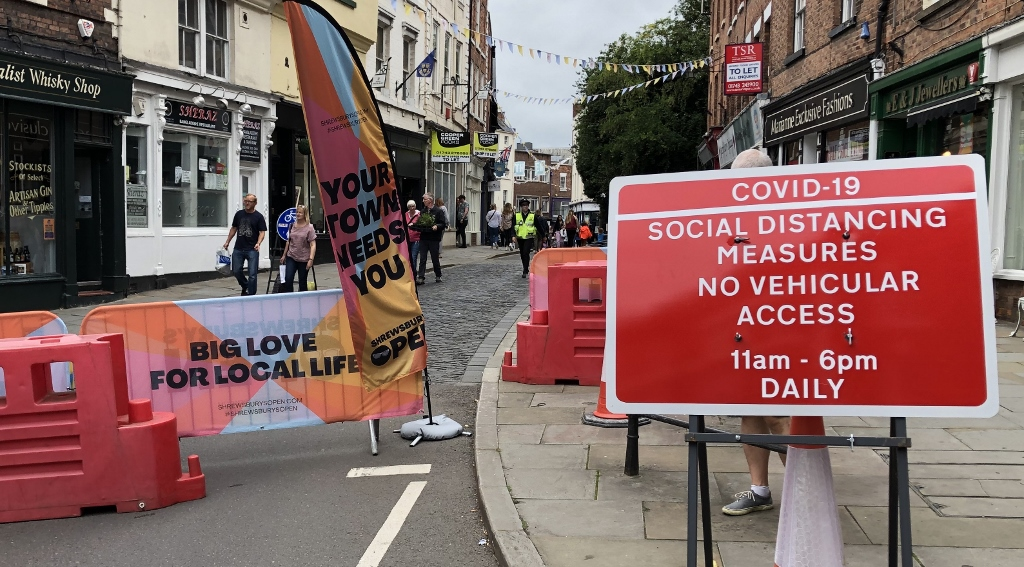 Covid street shut down for pedestrians and cafe tables